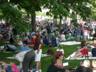 Concerts on the Square crowd