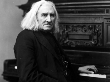 Liszt at piano 2