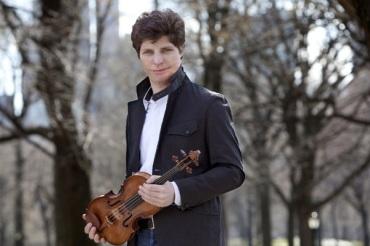 Augustin Hadelich in park