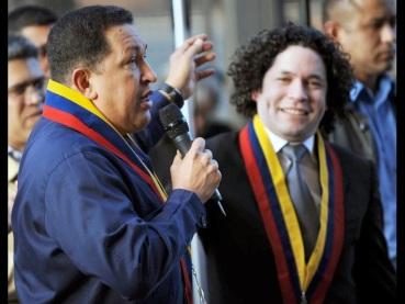 Venezuelan President Hugo Chavez (L) spe