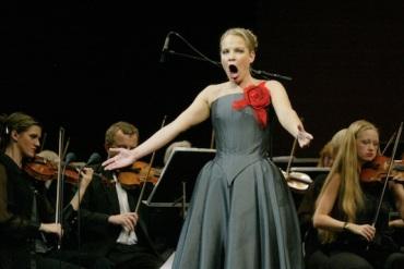 Singing opera