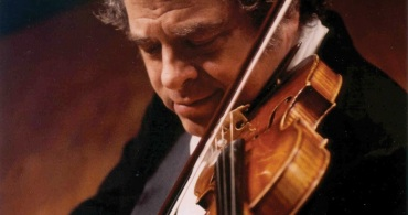 Itzhak Perlman close