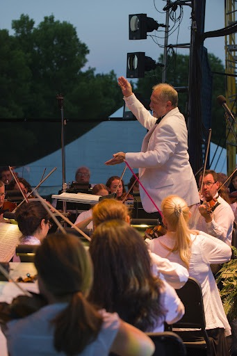 Opera In Park Saturday Night Barcarolle >> Classical Music Madison Opera S Opera In The Park Again Hits All
