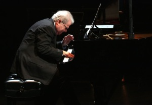 Emanuel Ax using a score with NY Phil Hiroyuki Ito for NY Tmes