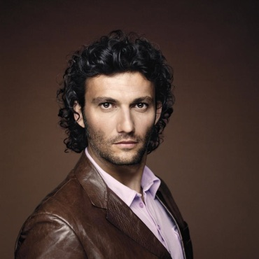 jonas kaufmann leather coat
