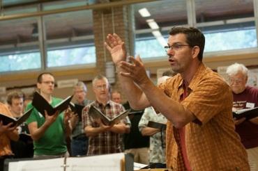 Isthmus Vocal Ensemble rehearsing with Scott MacPherson
