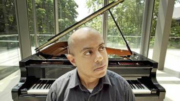 Stewart Goodyear at piano keyboard