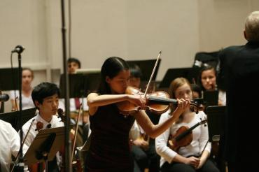 Isabella Wu on violin with WYSO Philharmonia Soloist 3