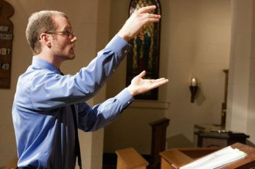 Ben Luedcke conducts voces aestratis