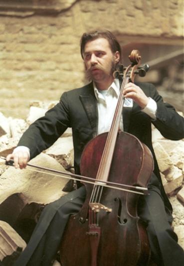 Sarajevo cellist Vedran Smailovic 1992