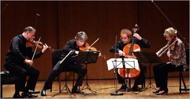 Takacs Quartet playing Hiroyuki Ito NYT