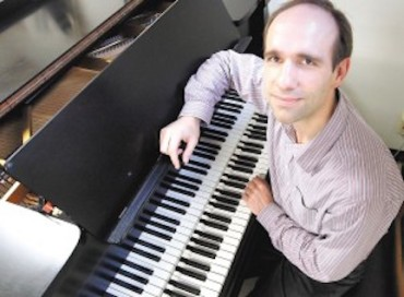 Christopher Taylor with double keyboard Steinway