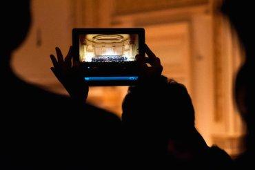 iPad photo in Carnegie Hall Karsten Moran NYT