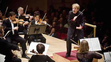 Marin Alsop marching
