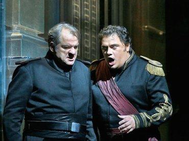 otello (left) Aleksandrs Antonenko CR Ken Howard:Metropolitan Opera