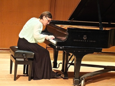 Sara Giusti playing