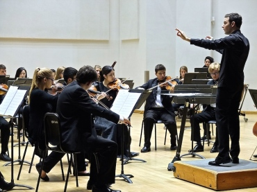 Kyle Knox conducting UW Symphony Strings