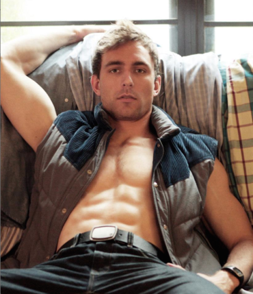 Christiaan Smith-Kotlarek as barihunk