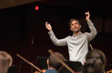 Gael Garcia Bernal as conductor Rodrigo Mozart in the Jungle CR Amazon Studios