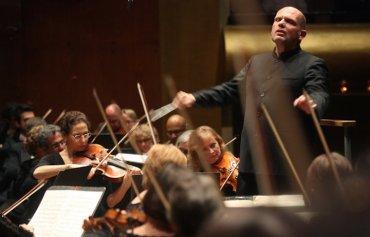 Jaap van Sweden conducting the NY PHIL cr Horiyuki Ito NYT