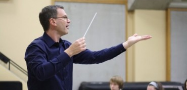 Scott Teeple conducting