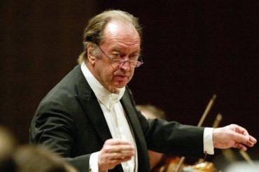 Nikolaus Harnoncourt conducting