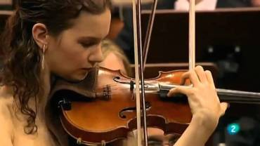 Hilary Hahn playing 2 horizontal