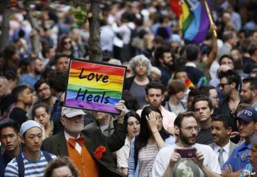 Orlando shooting vigil crowd 1