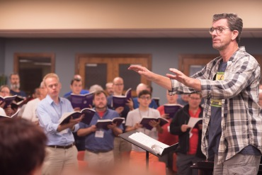 Isthmus Vocal Ensemble and Scott MacPherson rehearsing