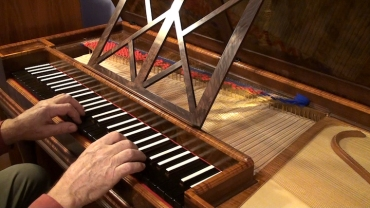 farley-clavichord-with-hands-tom-moss
